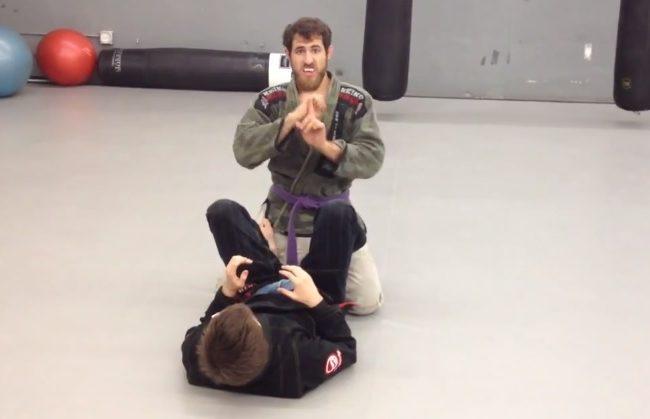 Jiu-Jitsu: uma aula de passagem de guarda na linguagem de sinais