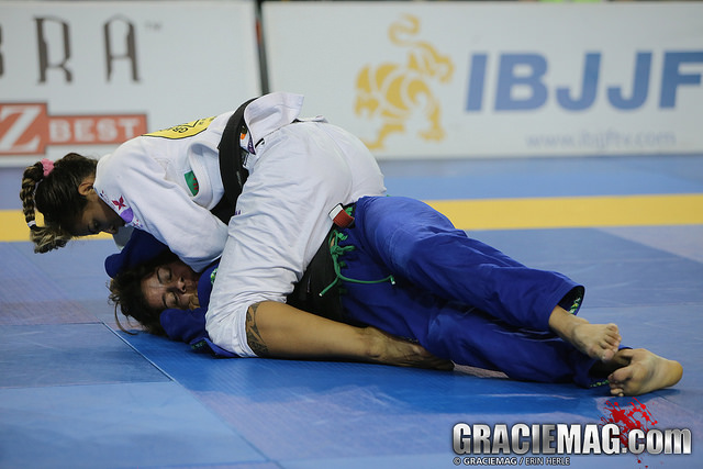 Bia choking Fabiana Borges