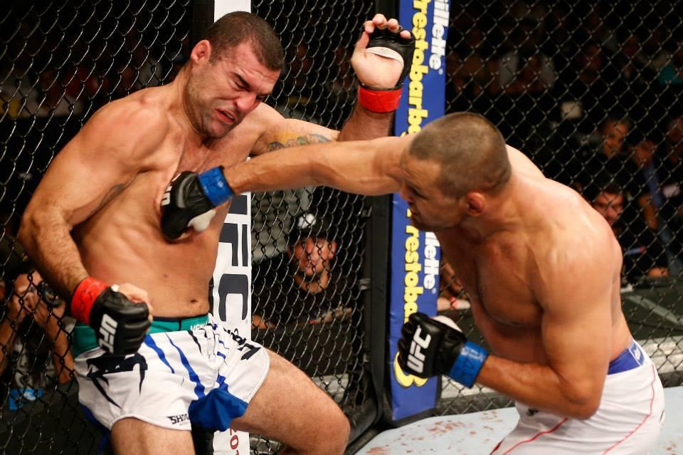 Melhor no combate, Shogun foi surpreendido por duro golpe de Hendo no nariz. Foto: UFC/Facebook