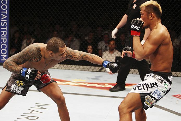 Besouro durante luta em Cingapura. Foto: UFC/Divulgação