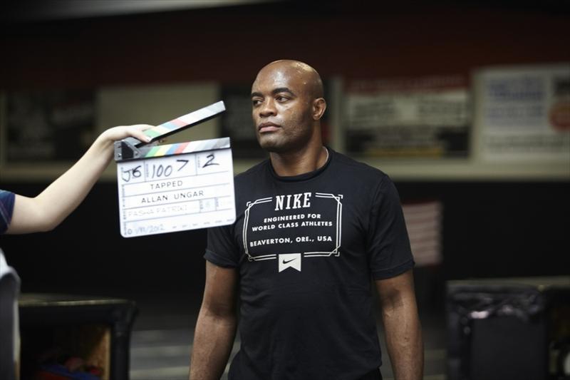 "Anderson Silva no set de filmagem de ""Tapped out""."
