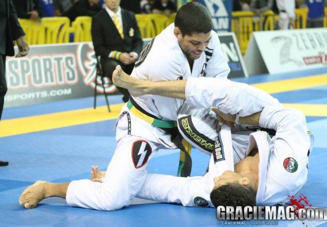 Reveja os melhores lances do craque André Galvão no MMA