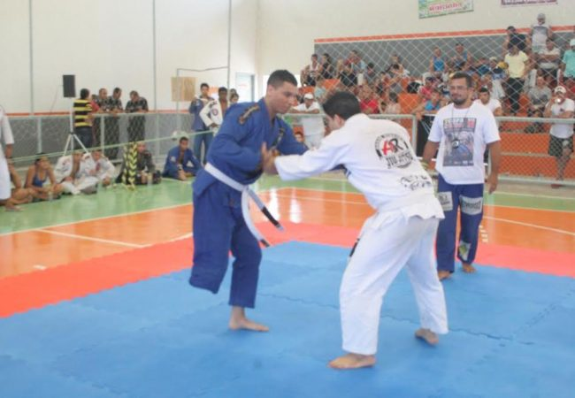 Armlock com uma perna? Campeão de Jiu-Jitsu e de superação ensina como se faz