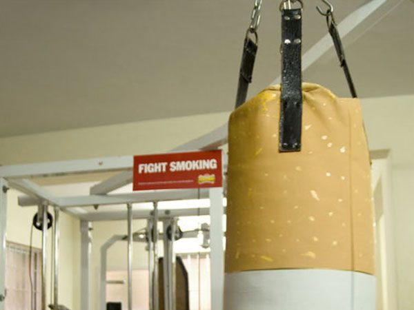 Flagra de campanha criativa contra o fumo em academia Foto TudoInteressante.com