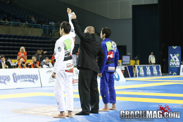 Paulo Miyao's habd raised without breaking a sweat in the final against brother João