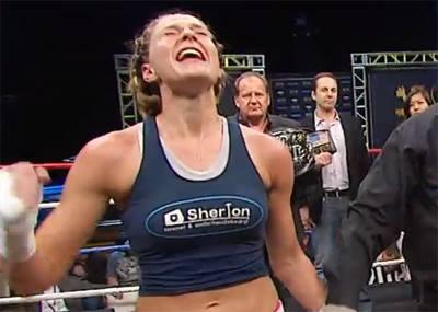 Vídeo: Jorina Baars vence Cris Cyborg e conquista cinturão no Lion Fight 14