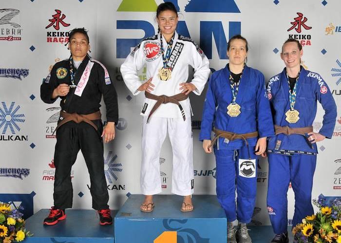 No Pan, Monique Elias venceu mais uma vez o absoluto e o peso (foto) no Jiu-Jitsu.