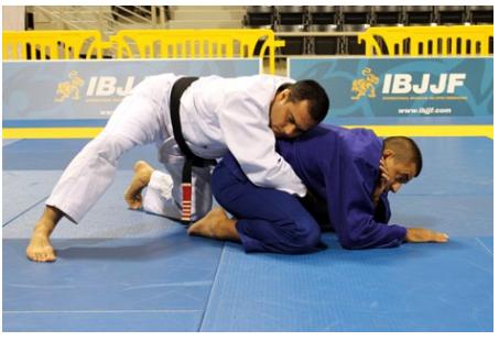 O adversário se encolheu? Surpreenda com este triângulo no Jiu-Jitsu