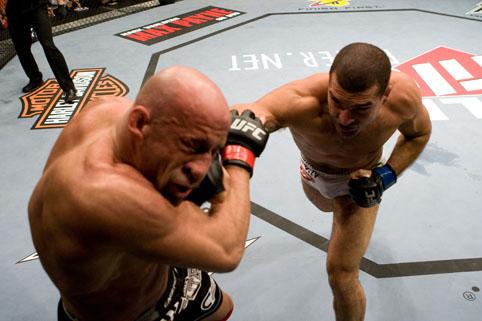 Vídeo: o nocaute de Mauricio Shogun sobre Mark Coleman no UFC