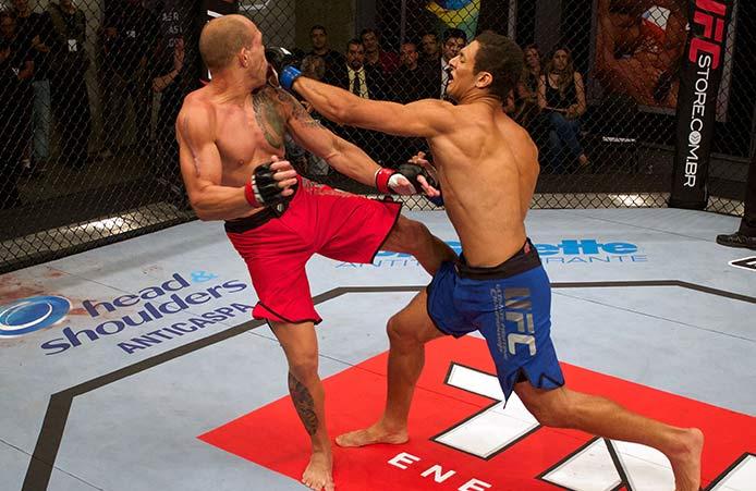 Apesar de bater forte nos socos e chutes, Lyoto (dir.) finalizou. Foto: UFC