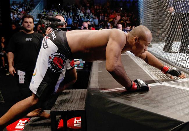 Jacaré aguarda vencedor de Bisping x Kennedy de olho na cinta do UFC