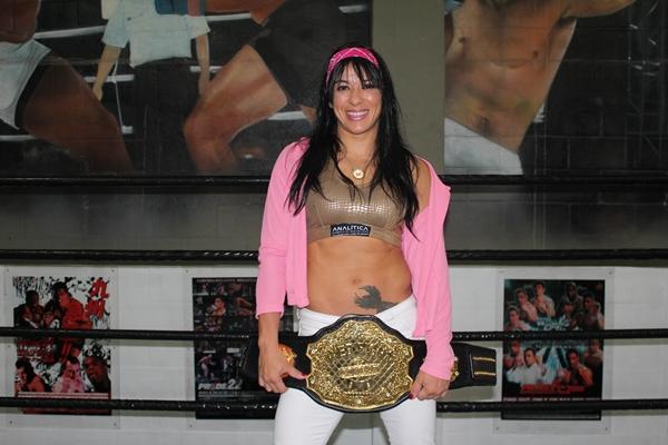 Ana Maria Índia e o cinturão. Foto: Divulgação