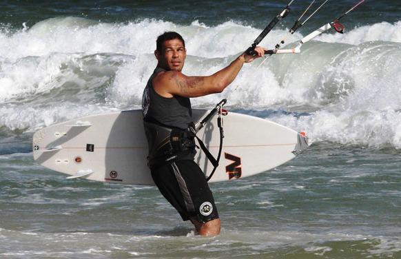Vídeo: O treino aquático e a rotina de Minotauro para o UFC em Abu Dhabi