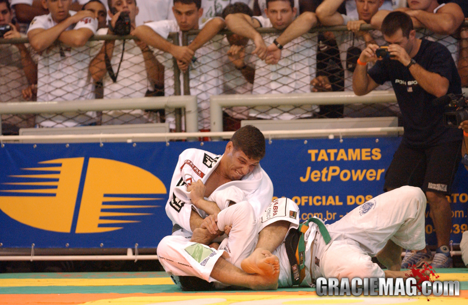 I was 30% in shape, but that's enough for today's Jiu-Jitsu – Márcio Pé de Pano, in 2003, after winning his second absolute title in a row. Photo by Gustavo Aragão
