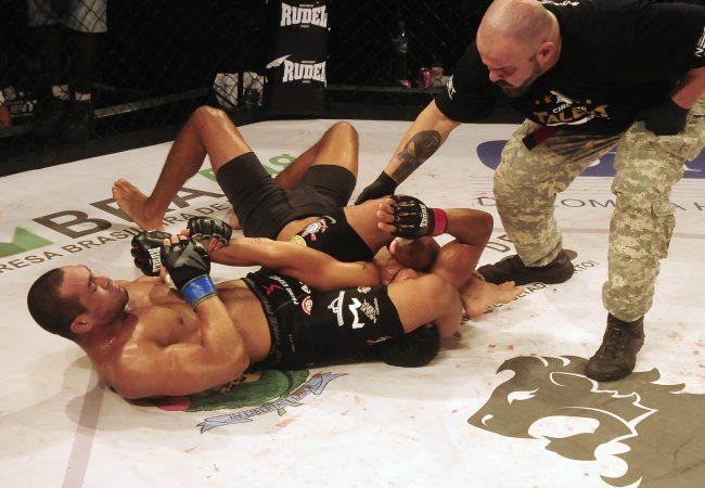 Davi Ramos finaliza mais um no Circuito Talent de MMA
