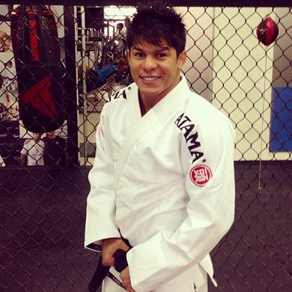 Vídeo: o Jiu-Jitsu de Ary Farias em sua estreia no MMA