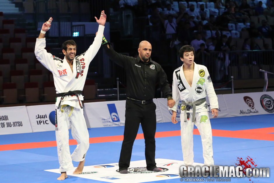 The upset of the year happened in Abu Dhabi, when Thiago Barreto defeated Paulo Miyao in the division first match