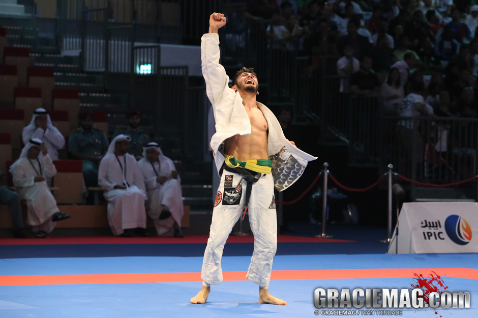 Roberto Satoshi reached his third gold medal in WPJJC and celebrated like a true Japanese superhero