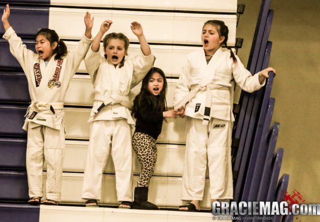 Conexão Portugal: uma aula de Jiu-Jitsu caseira para crianças, com o GMI Antônio Neto