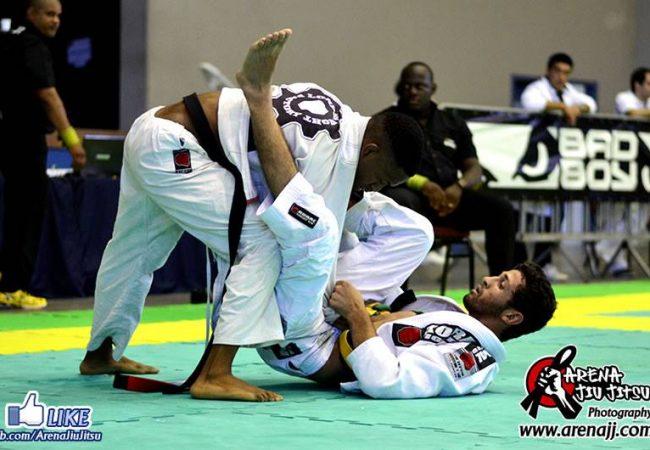 A pressão de Leandro Martins na final do pluma do Sul-Brasileiro de Jiu-Jitsu