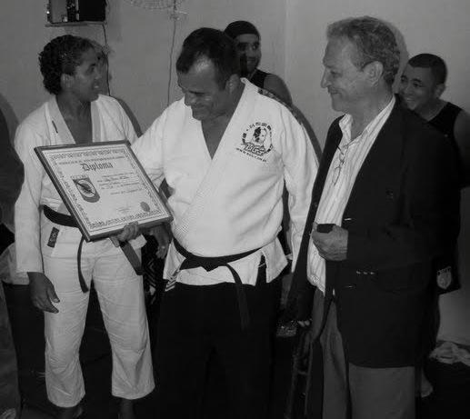 Manimal recebe a graduação de Robson Gracie