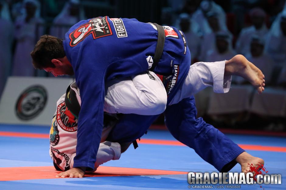 Marcus Buchecha contra Rodolfo Vieira em foto de Ivan Trindade