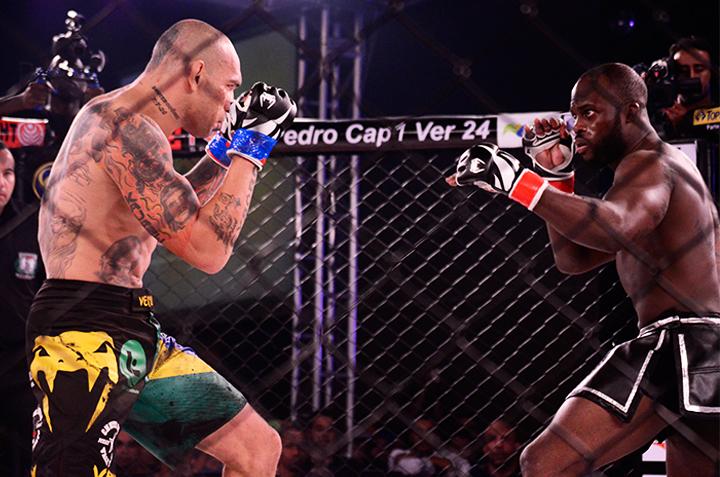 Melvin em combate contra Evangelista Cyborg. Foto: Agência MMA4EVER