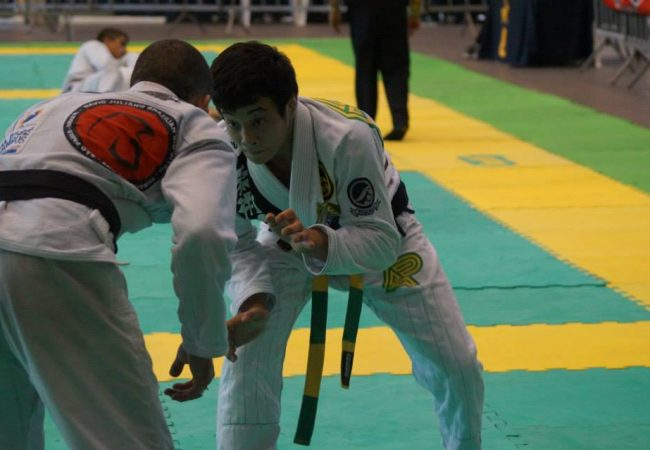 Paulo Miyao domina peso e absoluto no Sul-Brasileiro de Jiu-Jitsu