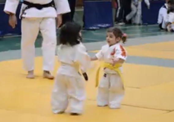 Amaze yourself with these two young warriors fighting in Spain