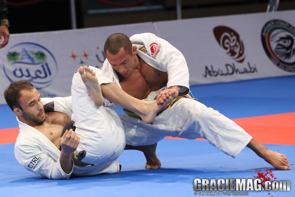 Tiago Bravo em combate contra Samir. Foto: Ivan Trindade/GRACIEMAG