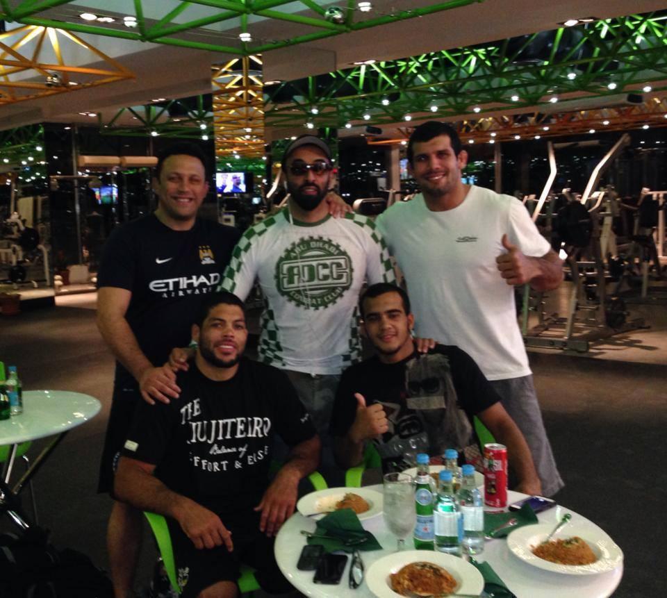 Xeque Tahnoon com Renzo Gracie, Rodolfo Vieira, André Galvão e Marcio André. Foto: Divulgação