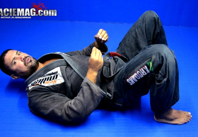 Vídeo: Fortaleça seu abdome e lombar com esta série para lutadores de Jiu-Jitsu