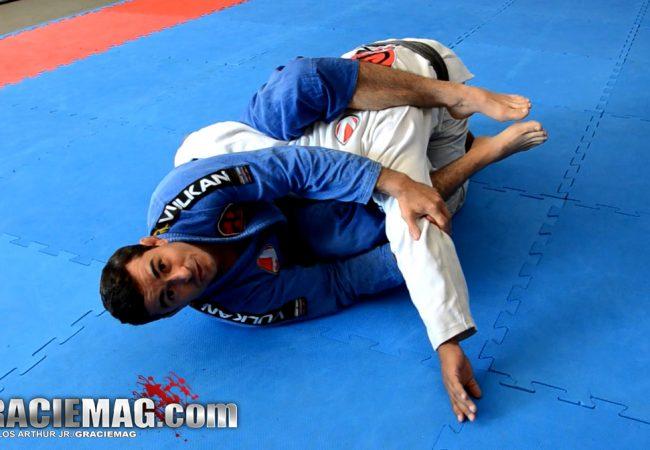 Jiu-Jitsu: finte a omoplata e finalize o adversário nos dois braços