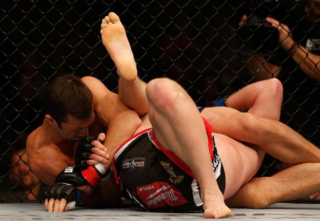 Vídeo: do triângulo invertido para a kimura, com Luke Rockhold no UFC 172