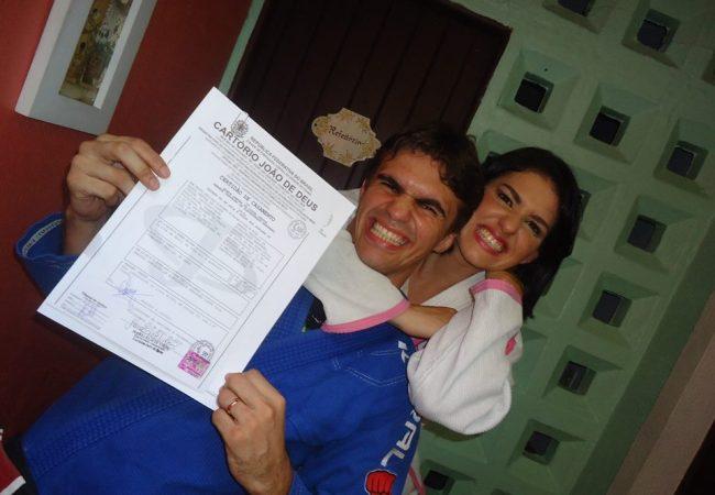 Casal do Jiu-Jitsu assina matrimônio de kimono e faixa-preta, em Fortaleza