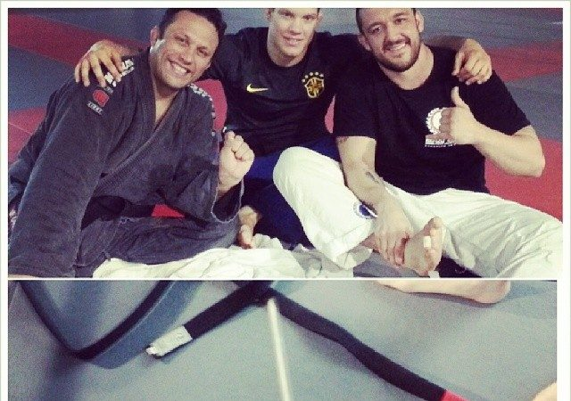 Renzo Gracie pulls out pin from Tom DeBlass' toe