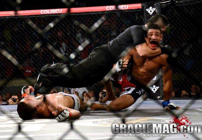 """Vídeo: o árbitro que """"finalizou"""" um atleta para encerrar combate no MMA"""