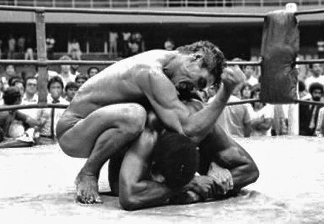 Há 40 anos, Rickson Gracie fazia sua estreia no vale-tudo contra o Rei Zulu
