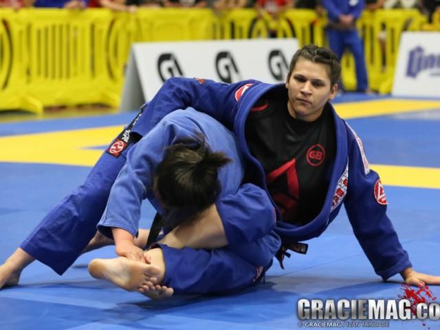 Ana Laura em ação no Jiu-Jitsu. Foto: