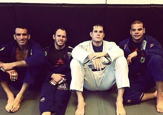 Roger Gracie treina forte de kimono mas adia retorno para o Mundial 2015