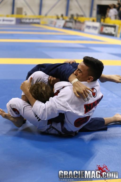 O triângulo voador que decidiu o absoluto faixa-roxa no Mundial de Jiu-Jitsu 2014