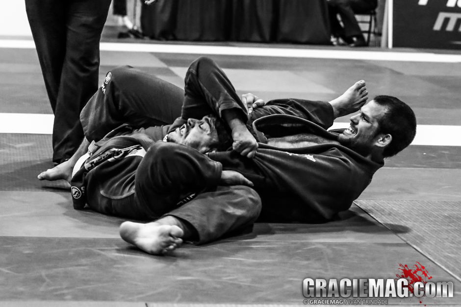 In Santa Cruz, during the American Cup, Eliot Kelly choked Bernardo Filho in a way hard to understand, let alone to defend