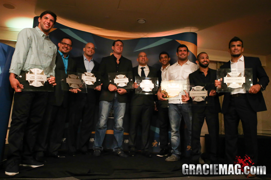 In a historical picture, the members of the first class of the IBJJF Hall of Fame met on day before the Worlds
