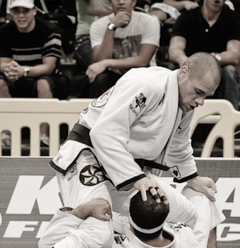 Video: BJJ champion Rafael Lovato Jr. teaches a triangle choke from side control