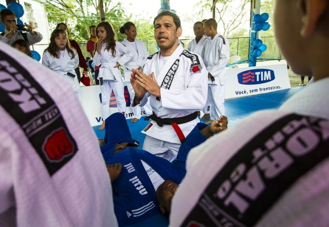 Jiu-Jitsu: Aprenda a guilhotina invertida de Rogerio Minotouro, atleta do UFC