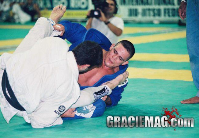 Quando nosso homem de capa Roberto Roleta botou Saulo Ribeiro para voar no Jiu-Jitsu