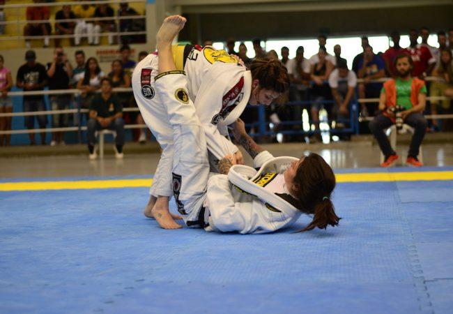 Brasileiro de Jiu-Jitsu: Talita Treta vence Mackenzie Dern na final do absoluto