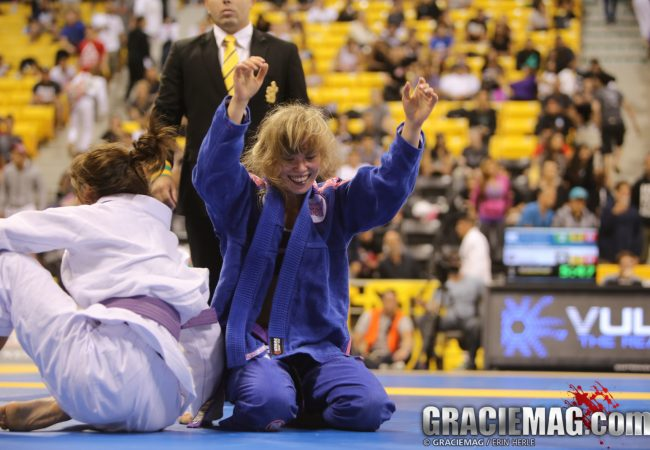 Worlds 2014: Female roosterweights finally earn their world title in their new division