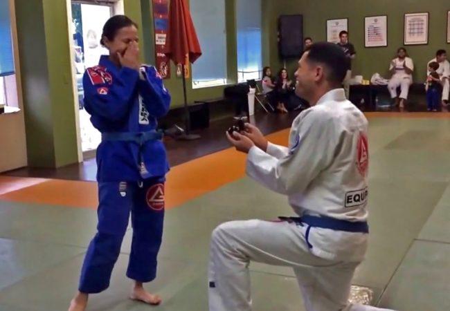 Vídeo: um pedido de casamento feito no dojô de Jiu-Jitsu