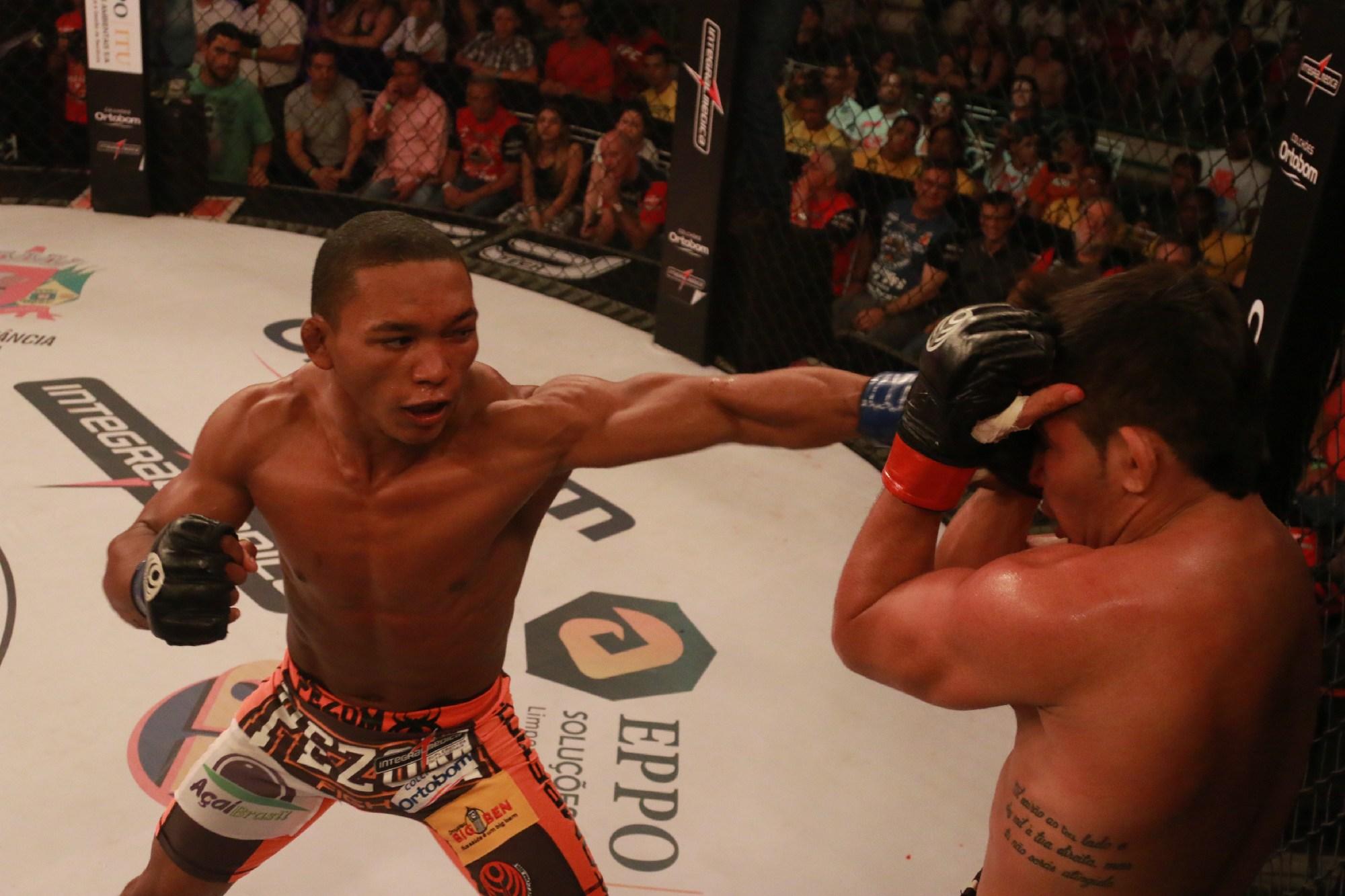 Katchal venceu o campeão Rayner e ficou com a cinta em Itu. Foto: Divulgação/Fred Pontes